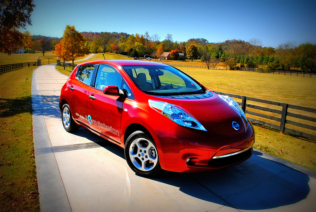 2011 nissan leaf review autogeeze latest sport car news insurance wallpapers rentals prices. Black Bedroom Furniture Sets. Home Design Ideas